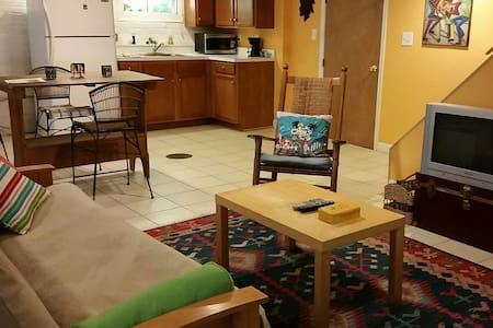 Caribbean Studio Apartment - Takoma Park - House
