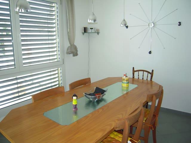 1 chambre pour une ou deux personne - Bulle - 公寓