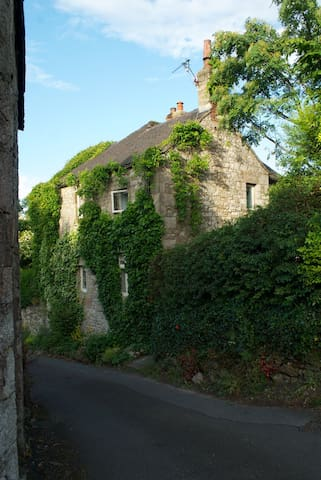 Derbyshire Dales Cottage - Brassington - House