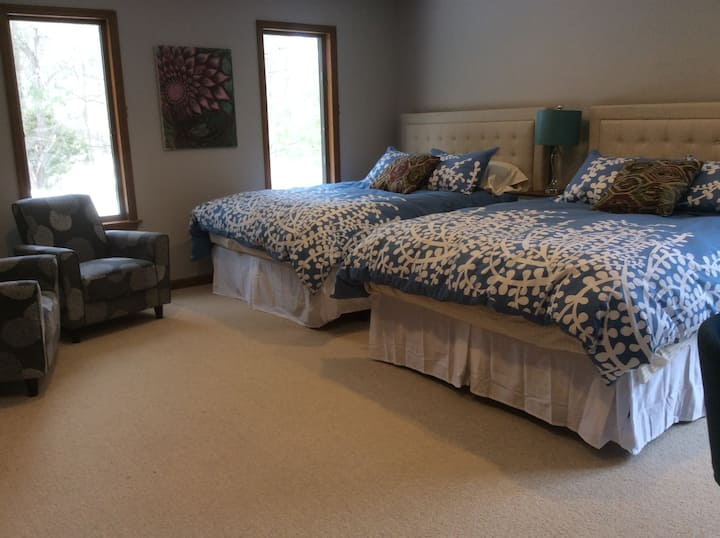 Spacious Bedroom in Exquisite Home, Steps to Bard