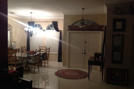 Charming bedroom with private bath - Pembroke Pines - Rumah