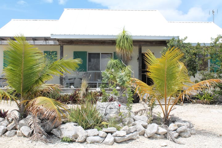 Beautiful 3 BR cottage - providenciales, turks and caicos - บ้าน