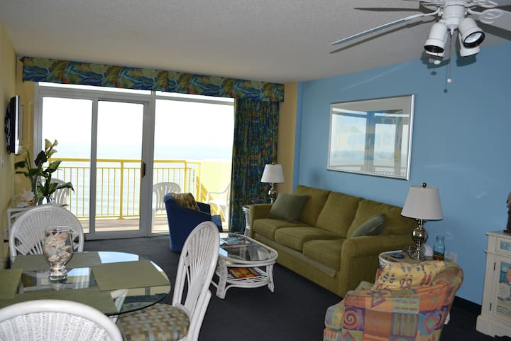 Awesome Oceanfront 3 Bedroom Condo - Non Smoking