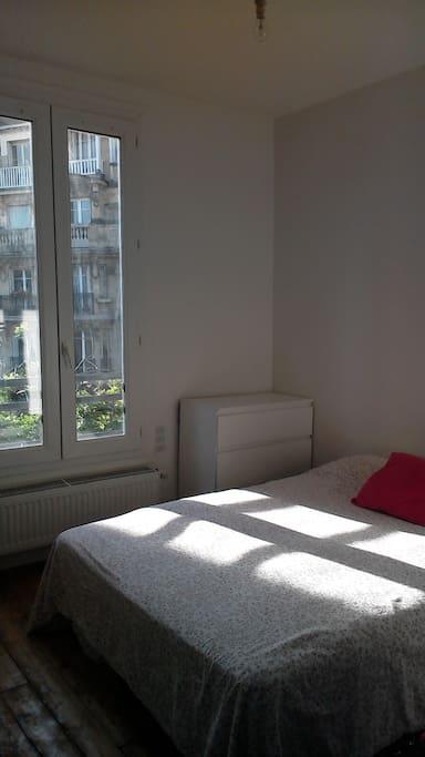 Votre chambre au calme et lumineuse