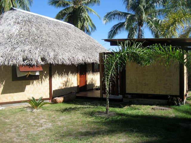 Le bungalow et sa salle d'eau indépendante