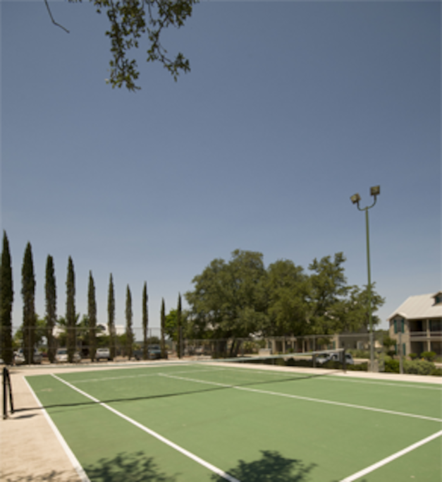 Well-kept tennis court and other activities