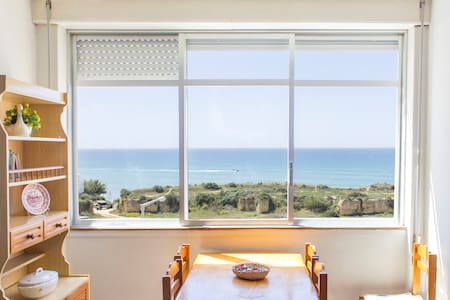 Sunny Apartment facing the sea - Armação de Pêra - Daire