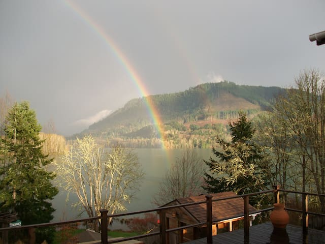 Near Eugene Overlooking Lake (NEOL) - Lowell - Bed & Breakfast