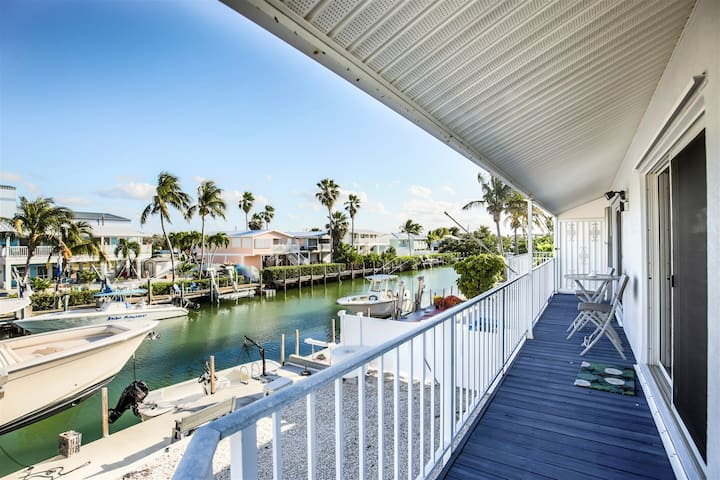 Angler`s Paradise 2bed/2bath updated half duplex with dockage