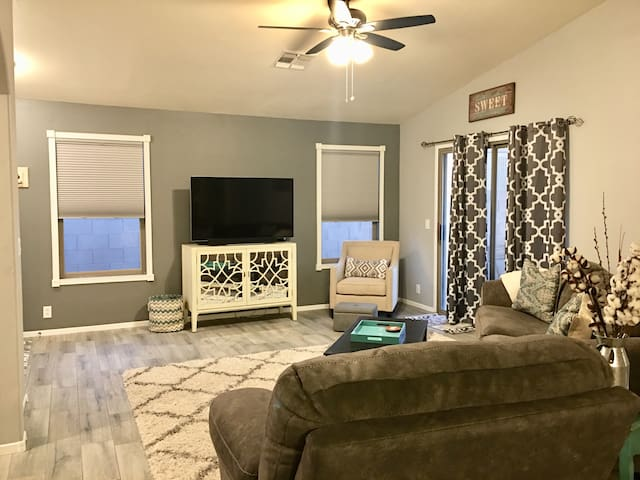 Affordable Private Bedroom & Bathroom w/ Pool