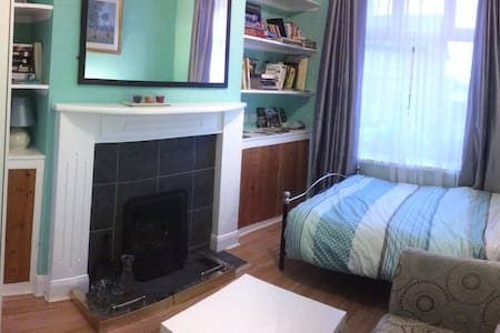 Ormeau Haven Queen Double Bed 2 Guests Sharing - Belfast