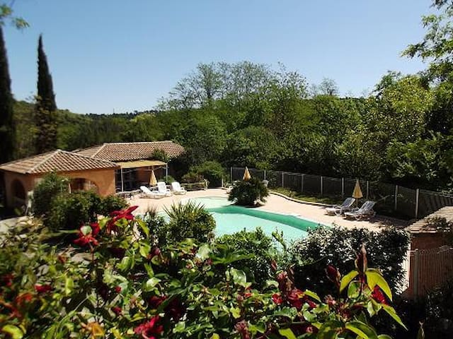 Villa GAYA climatisée, piscine, rivière
