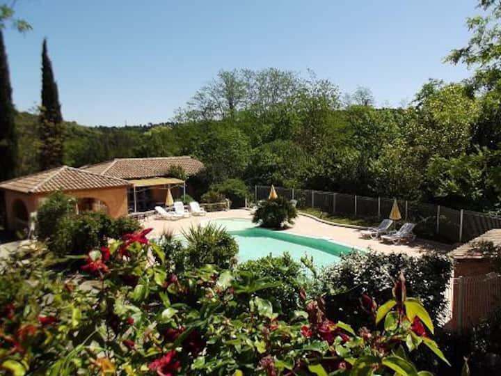 Villa GAYA climatisée, 3 étoiles, piscine, rivière