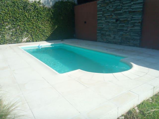 Monoambiente de 50mts, piscina, parrilla y parque