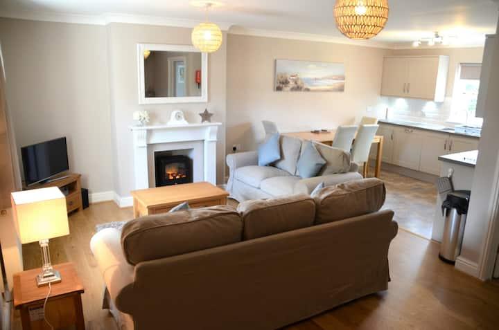 Contemporary 3bed cottage w/garden,5 mins to beach