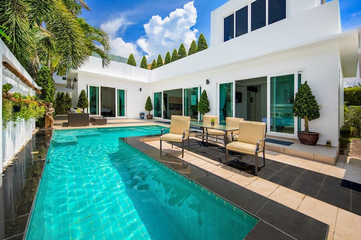 Best Villa with jacuzzi in the pool and 4 BR