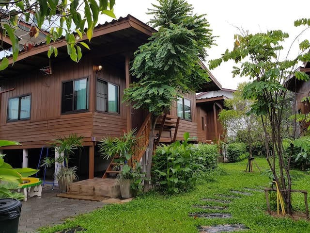 Cozy Stay in Old Town,Chiangmai (Bungalow 3)