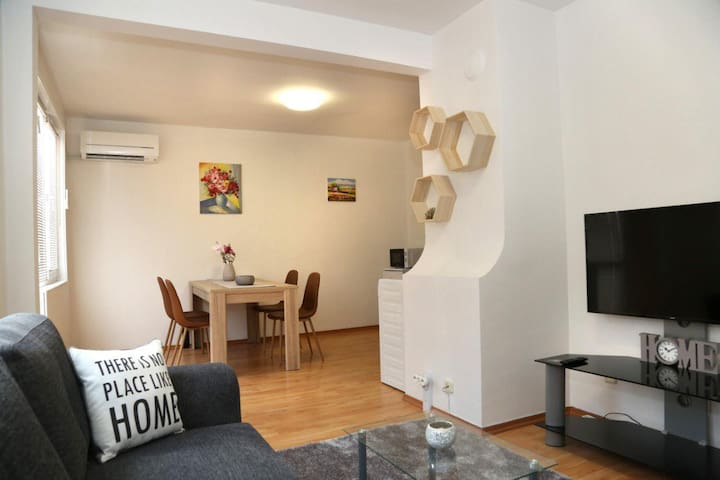 Cozy Apartment In Yambol Center