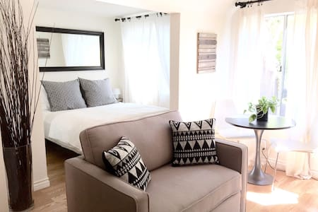 Guesthouse + Private Patio in WEHO - West Hollywood