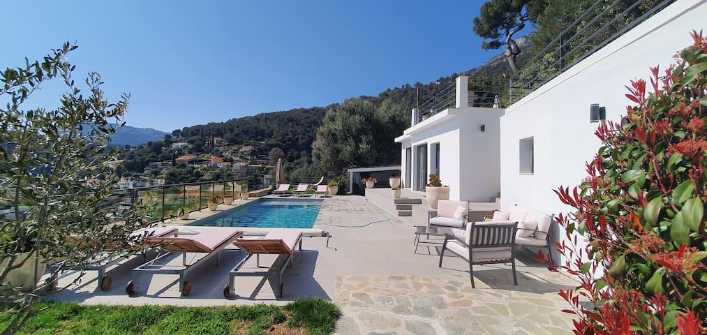 Aux portes de Monaco Villa vue mer avec piscine