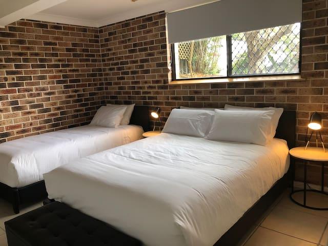 The Crib Bedroom - 1 QB and 1 KSB