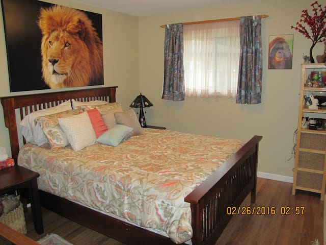 Lovely room on quiet street - Parksville