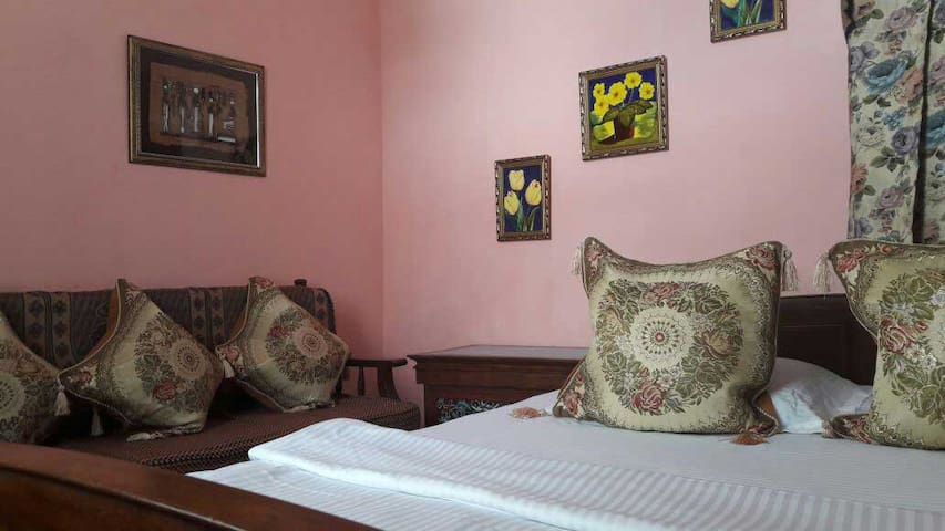Slumber chamber in Aama Homestay - Kurseong - Apartment