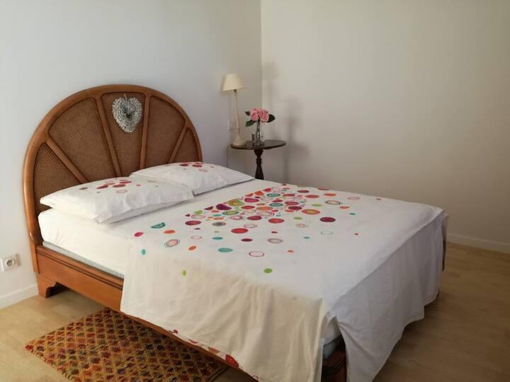 chambre privée à Manosque dans une jolie maison