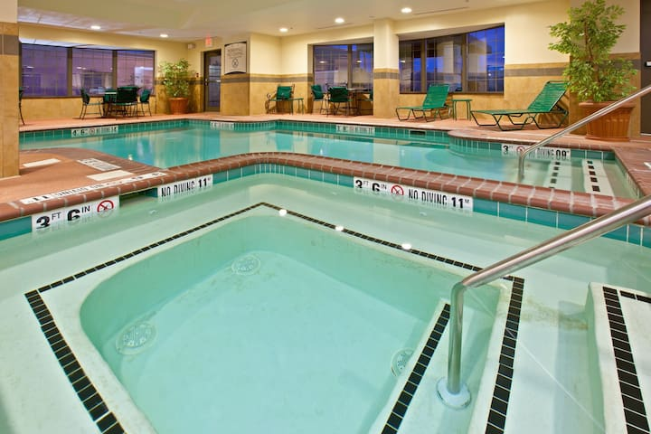 Air-Conditioned King Suite Just 15 minutes from Indianapolis International Airport | Pool + 24h Gym