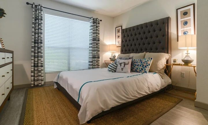Austin 2BD+1BA | Great for Families! Pool+Parking