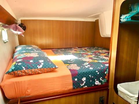 Chambre dans un Catamaran (salle de bain privée)