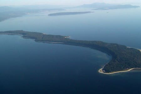 Savary Island Cabins