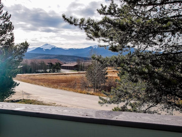 2BR with hot tub & mountain views