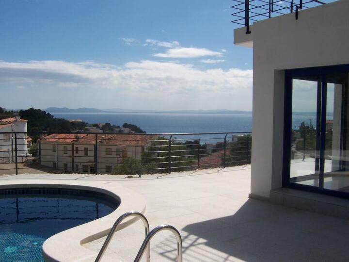Villa con piscina vista mar cerca playa