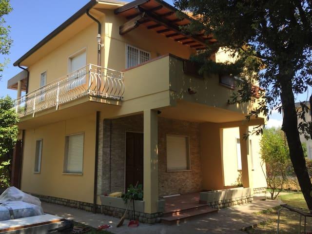 Appartamento di 90mq a Tonfano a 450 m dal mare - Pietrasanta - Apartemen