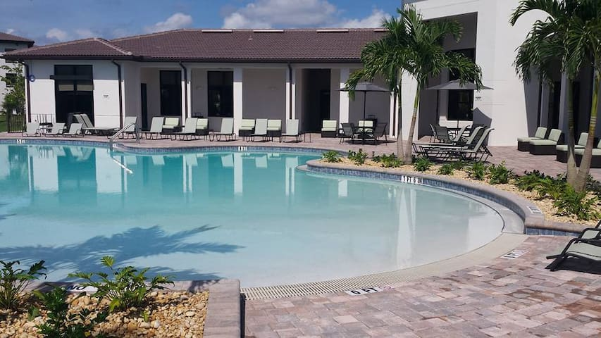 Gorgeous 3x2 minutes from the Beaches - Fort Myers - 아파트