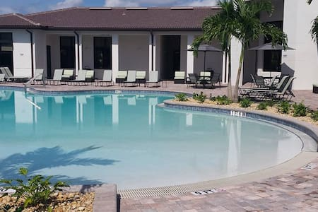 Gorgeous 3x2 minutes from the Beaches - Fort Myers