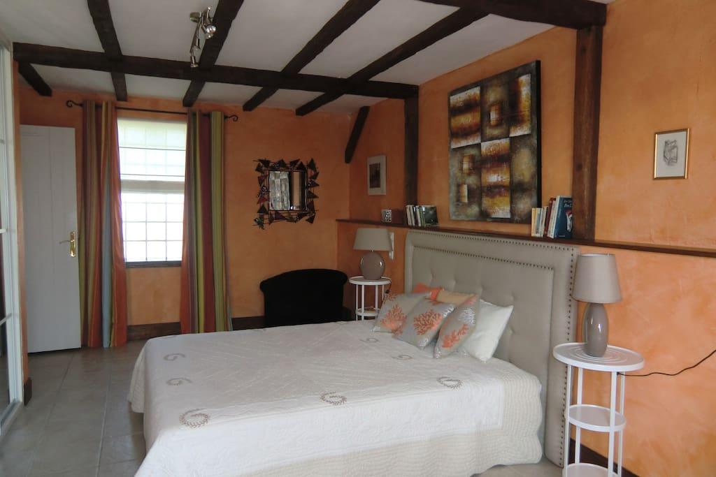 Chambre mandarine pour 3 personnes chambres d 39 h tes for Chambre 3 personnes