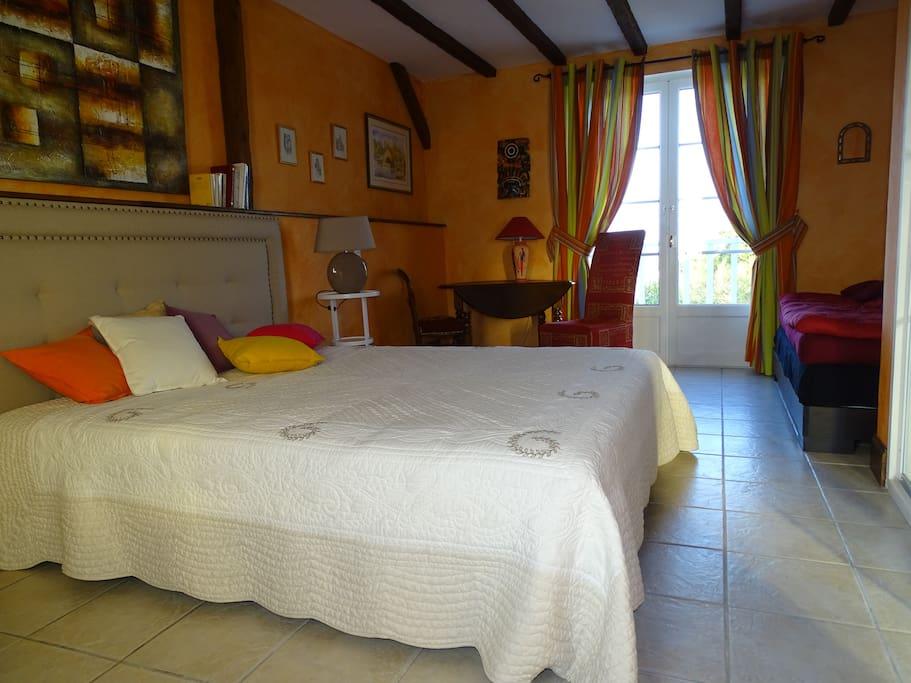 Chambre mandarine pour 3 personnes chambres d 39 h tes for La chambre mandarine