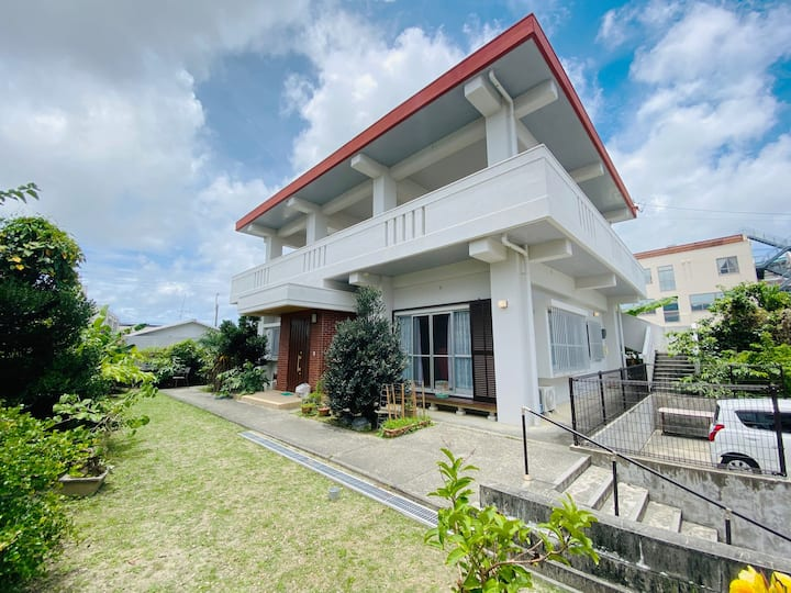THE沖縄ローカル|広々一軒家|BBQ可能|西にも東にも行ける好立地|ICすぐ