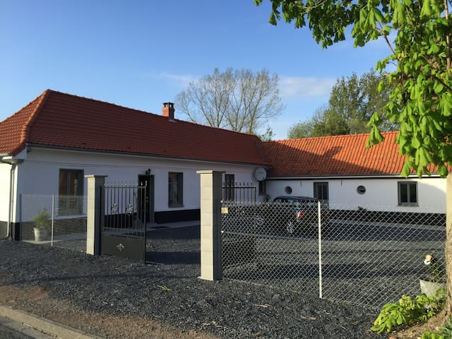Charming cottage in old stable - Galametz - House