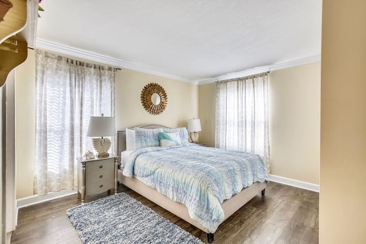 2nd Master Bedroom - Queen sized Bed
