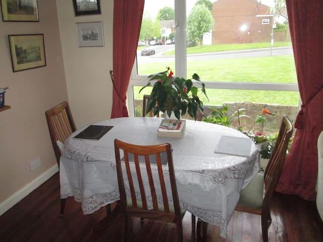 Twin Room in Quiet Location - Bromley - Lejlighed