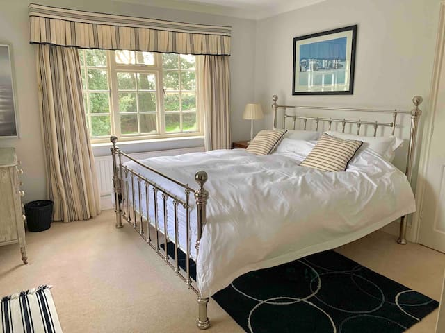 Bedroom 3 - Super King bed