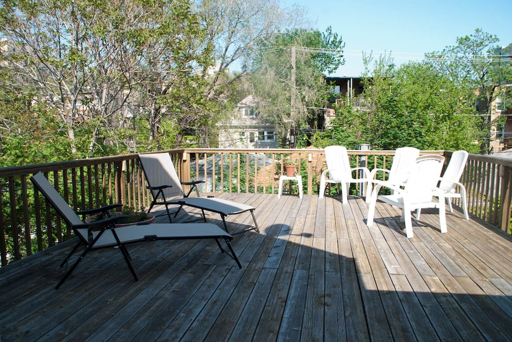 2nd Floor Private 20 x 25 deck adjoins bedroom #3