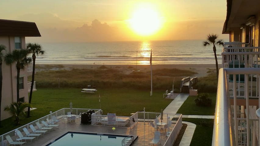 Gorgeous updated ocean view condo - Cocoa Beach - Appartement