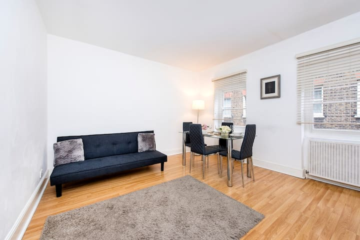 Fitzrovia Central Apartments Two Bedroom Apartment