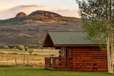 The Starz Camping Cabin in the Cimarron Valley