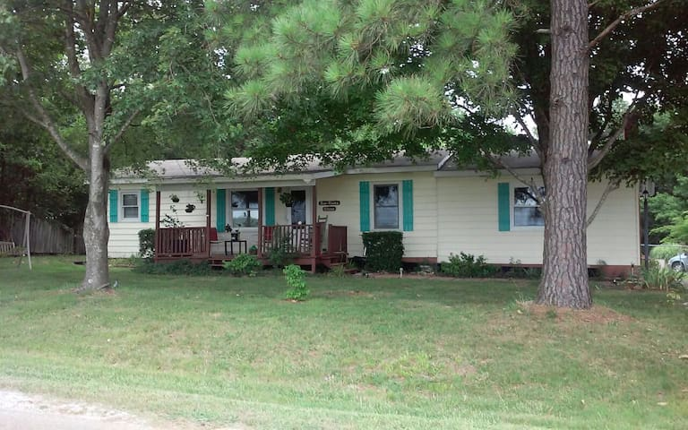 3 bedroom in the country but close to Jackson