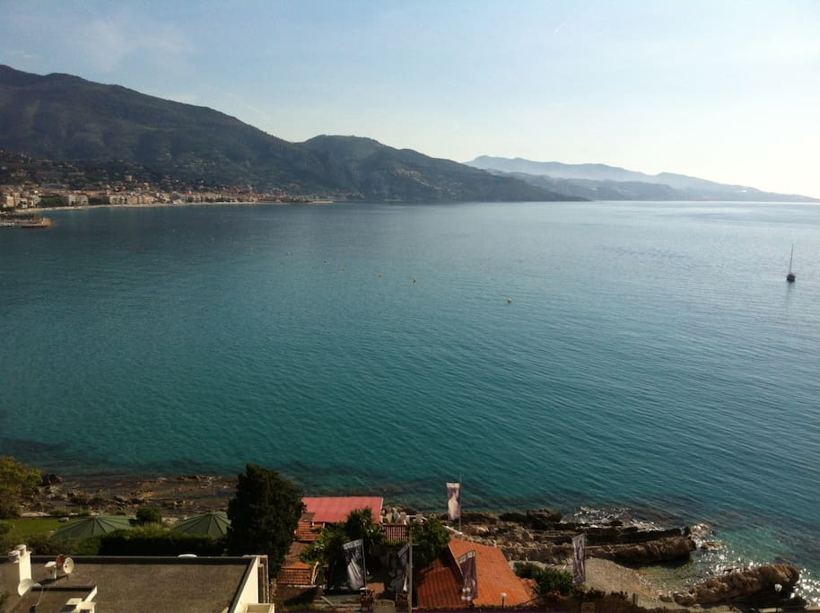A magnificent 180° view over Menton and up to the Italian border